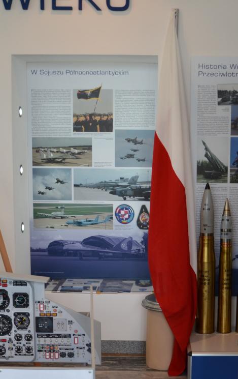 Przekazanie polskiej flagi z CAOC Finderup 3