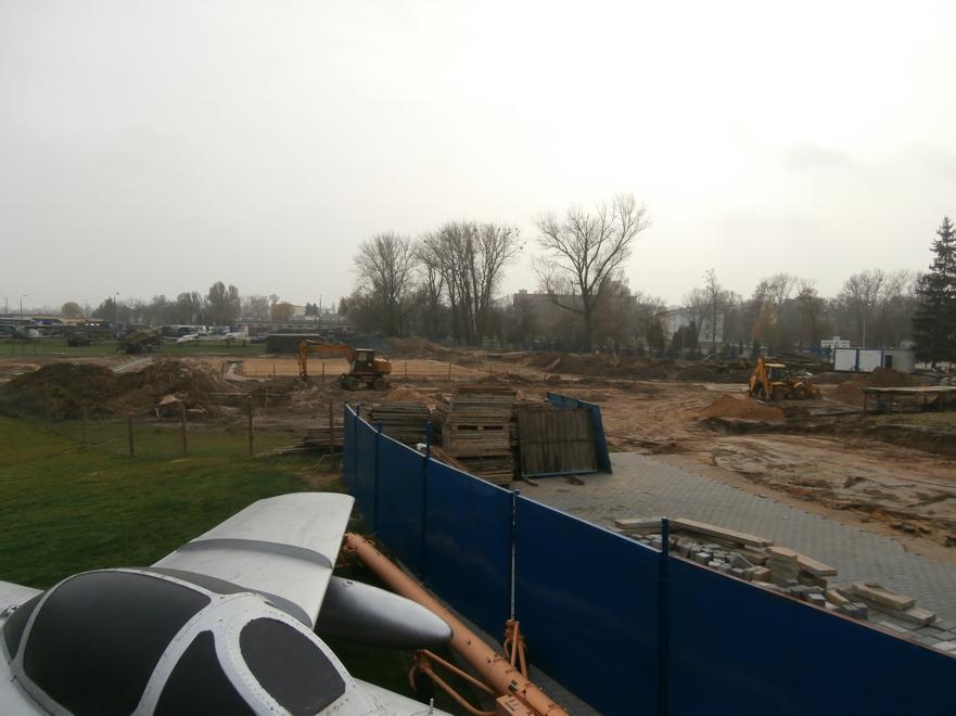 Plac budowy budynku MSP i hangaru, od strony północnej 16.11.2013 r.