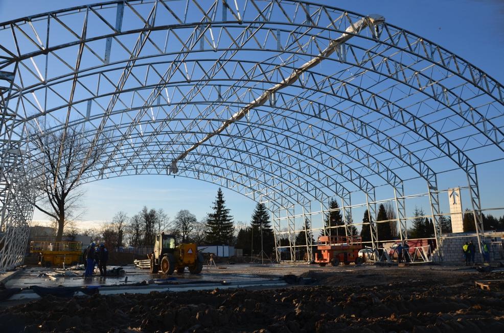 Konstrukcja hangaru, widok od strony wschodniej 13.01.2014 r.
