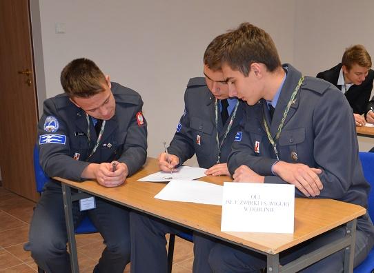 konkurs wiedzy o lotnictwie - uczniowie OLL Dęblin