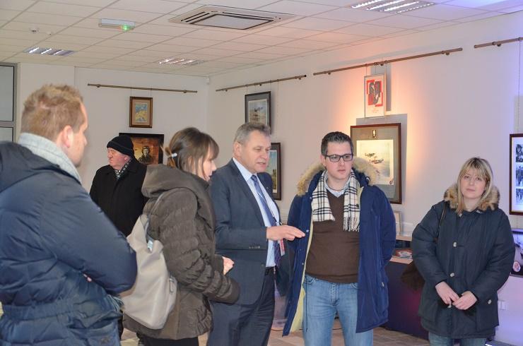 Burmistrz Sedriny w rozmowie z dyrektorem muzeum