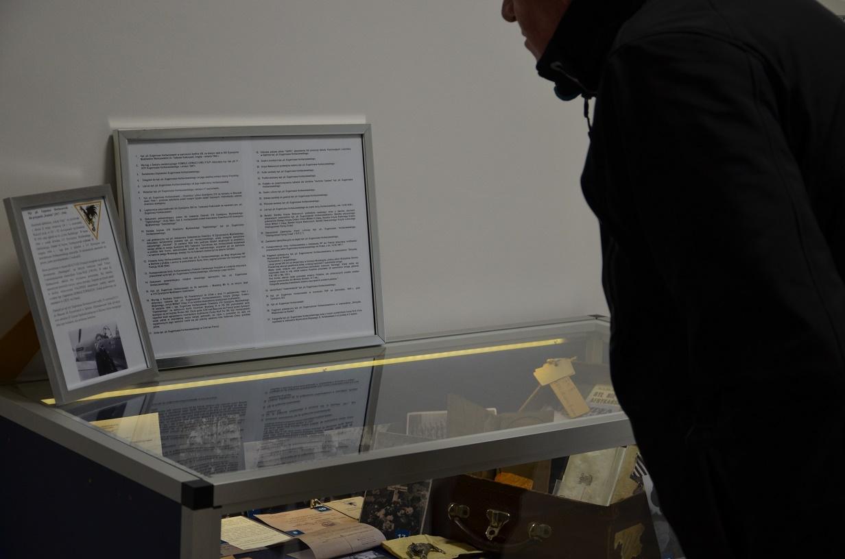 Pierwsi zainteresowani wystawą poświęconą mjr. pil. Eugeniuszowi Horbaczewskiemu