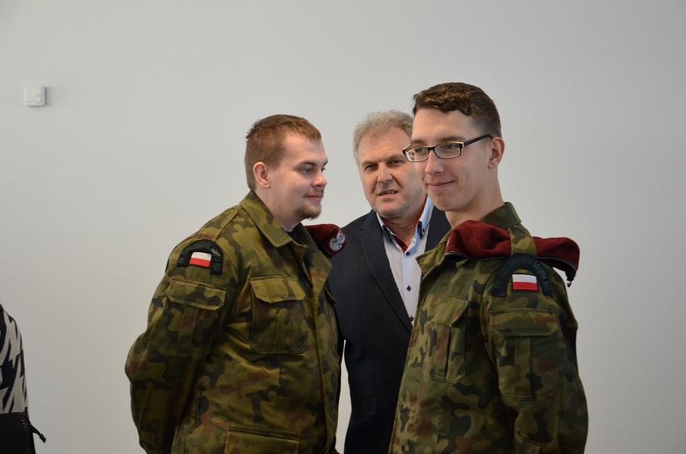 13 Świętokrzyski Korpus Polskich Drużyn Strzeleckich oraz inicjator wystawy Szef KU WSOSP mjr Mirosław Michaluk