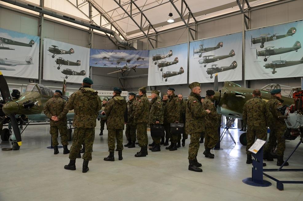 Wizyta studyjna w Muzeum Sił Powietrznych w Dęblinie uczestników Odprawy Dowódcy DGRSZ (2)