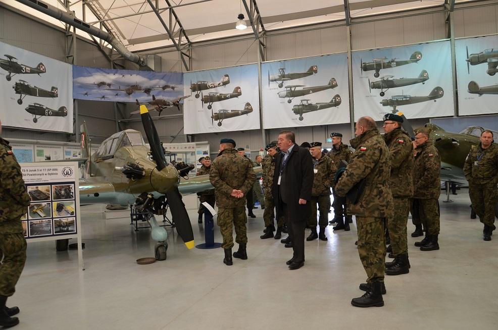 Wizyta studyjna w Muzeum Sił Powietrznych w Dęblinie uczestników Odprawy Dowódcy DGRSZ (3)