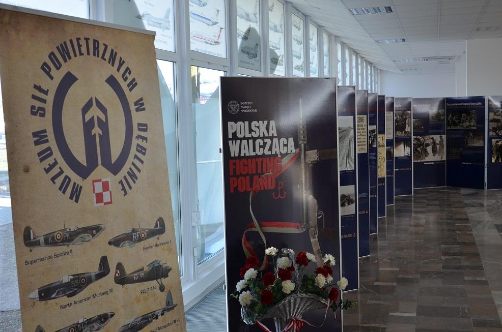 Wystawa IPN Polska Walcząca _ Muzeum Sił Powietrznych w Dęblinie(2)