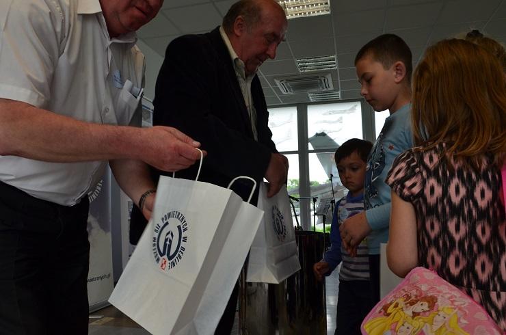 Piloci czytają dzieciom Muzeum SIł Powietrznych w Dęblinie - pamiątki