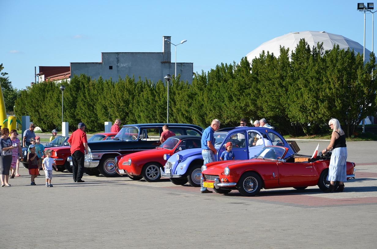 Festyn - Święto Lotnictwa Dęblin - wystawa aut zabytkowych
