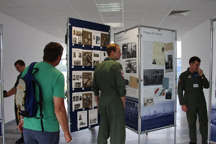 Grupa szwajcarskich pilotów w Muzeum Sił Powietrznych w Dęblinie (2)