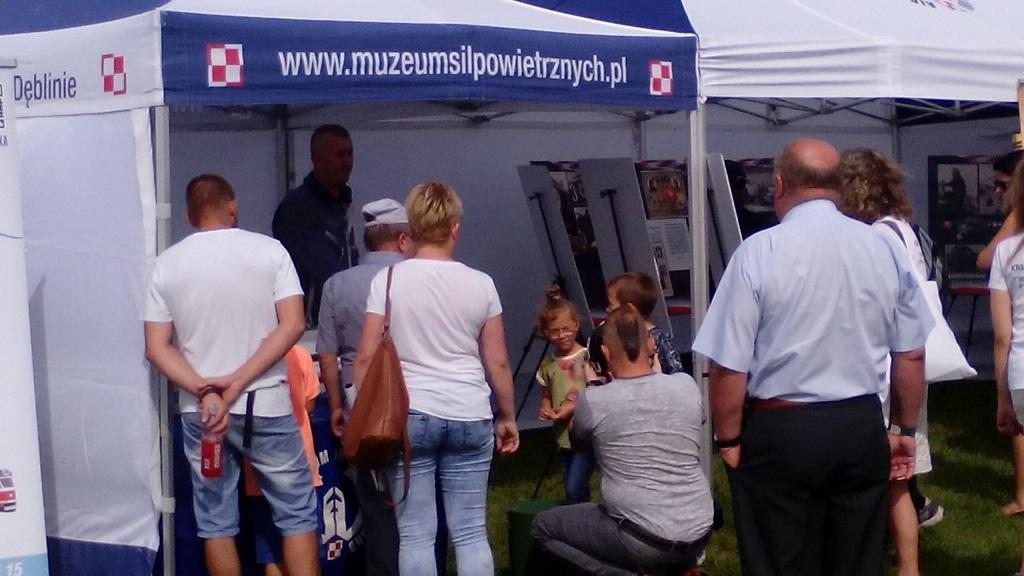 Śląski Air Show Muchowiec 2016 - stoisko Muzeum Sił Powietrznych - mali piloci