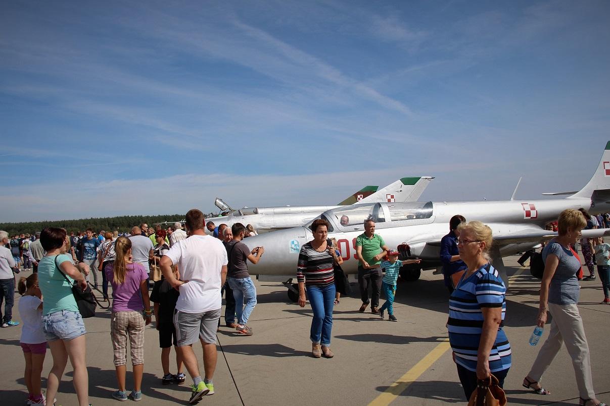 festyn-lotniczy-12-bazy-bsp-miroslawiec-2016-sobota-03-wrzesien-2016-miroslawiec-gorny2