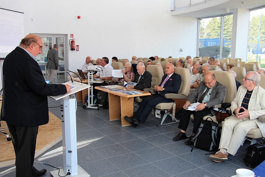 konferencja-oblatywaczy-deblin-10-09-2016-przemawia-dr-andrzej-szmania-z-ca-dyrektora-muzeum