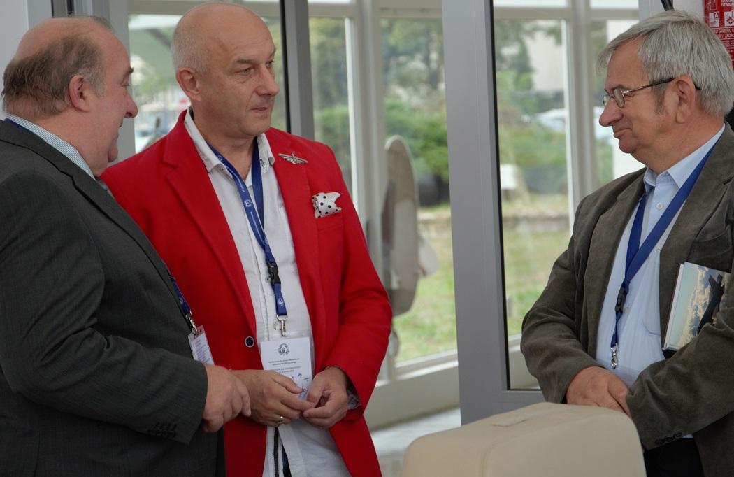 konferencja-w-muzeum-sil-powietrznych-22-09-2016-dr-andrzej-szmania_prof-andrzej-olejko_mgr-inz-marek-jedrej