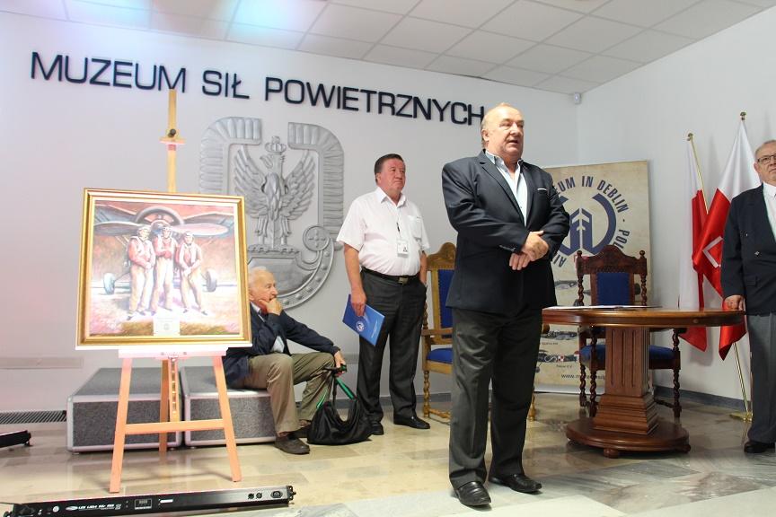 przekazanie-obrazu-trojka-krakowska-do-muzeum-sil-powietrznych-w-deblinie