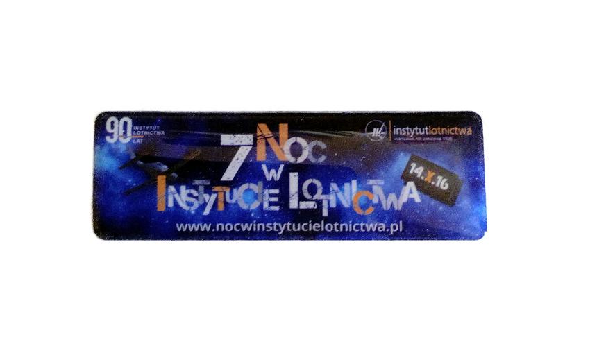 7-noc-w-instytucie-naklejka