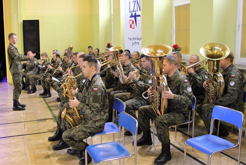 70-lecie-lotniczych-zakladow-naukowych-wroclaw-08-10-2016 koncert orkiestry wojsk lądowych
