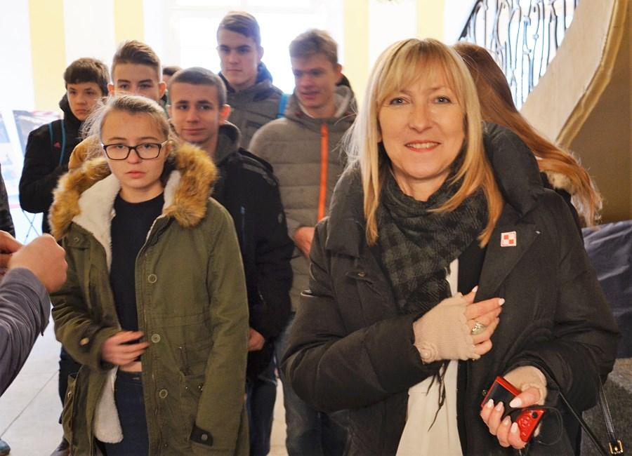 gimnazjum-nr-1-im-orlat-lwowskich-przed-wystawa-i-wykladem-17-000-reasons-to-remember