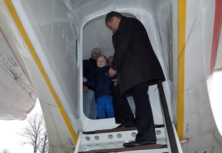 pierwszy-zwiedzajacy-samolotu-jak-40