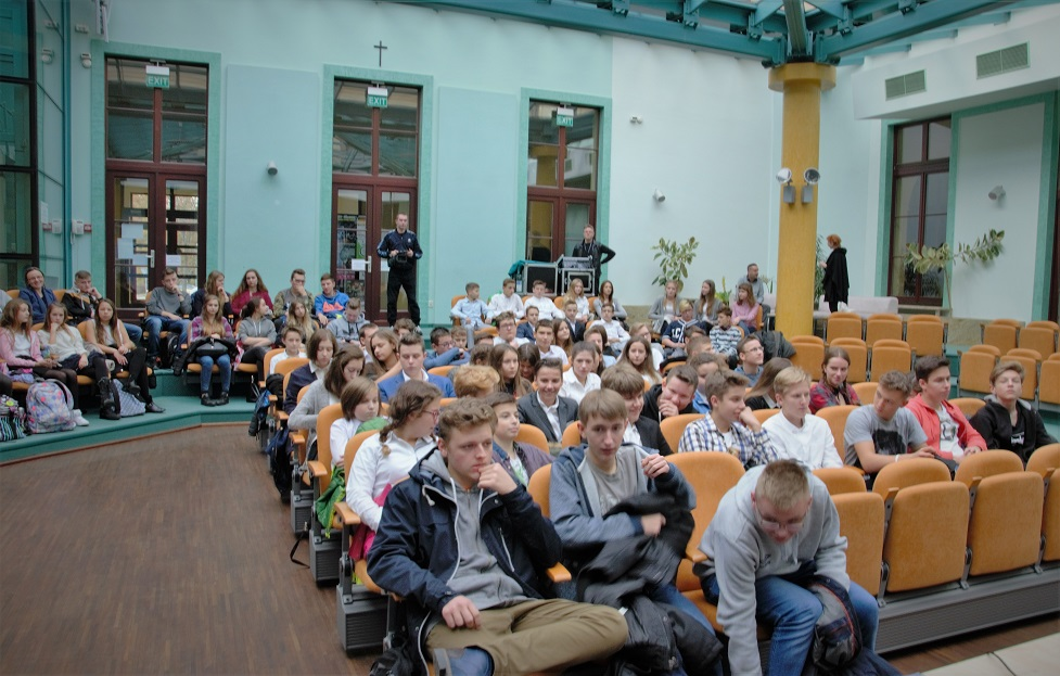wystawa-17-000-reasons-to-remember-spotkanie-z-mlodzieza-w-miejskim-centrum-kultury-w-skarzysku-kamiennej4