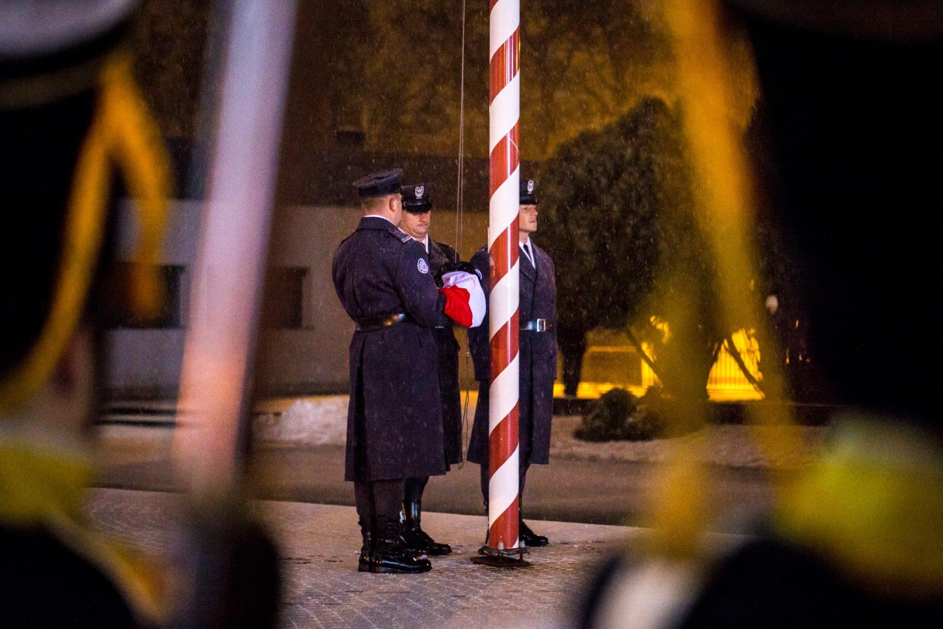 podniesienie-flagi-panstwowej-uroczysty-capstrzyk-podchorazych-wsosp_fot-daniel-mlynarczyk