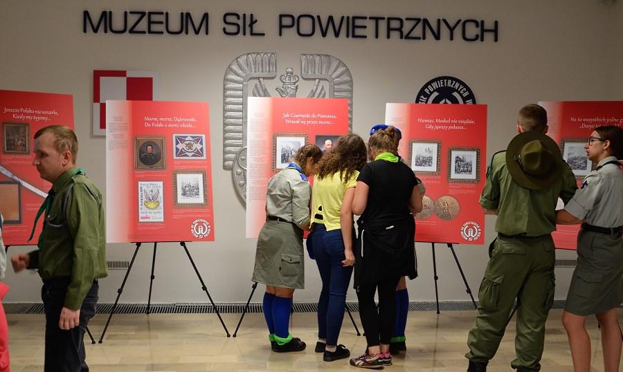 Europejska Noc Muzeów 2017 w Muzeum Sił Powietrznych w Dęblinie-wernisaż wystawy Mazurek Dąbrowskiego(2)