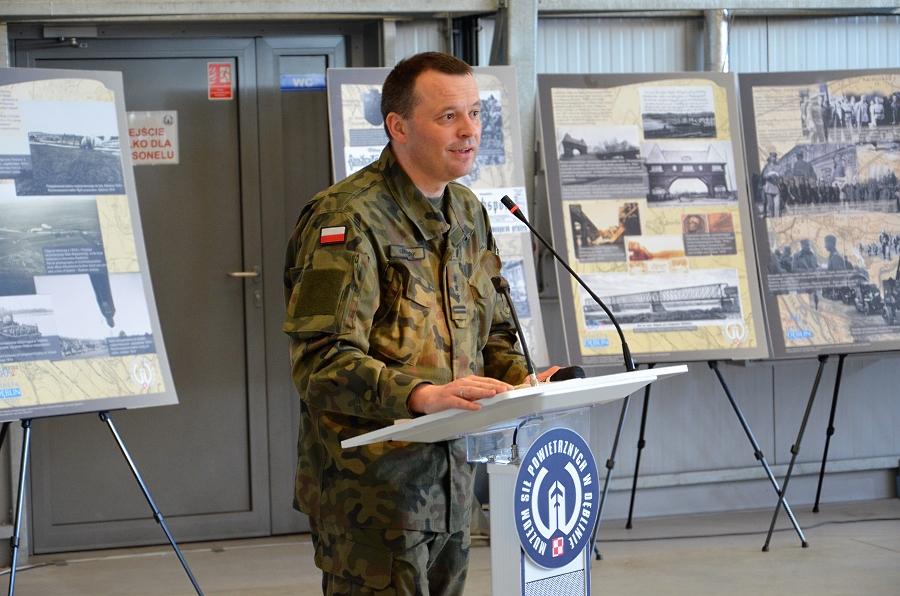 Muzeum-Sił-Powietrznych-w-Dęblinie-płk-Szewczyk